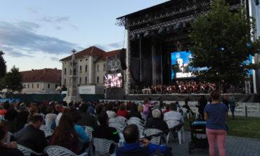 FOTO-VIDEO: Regal muzical excepţional cu Vladimir Cosma şi orchestra și corul Filarmonicii de Stat Transilvania Cluj Napoca, la Sărbătoarea Muzicii 2018 de la Alba Iulia