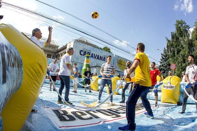 """În weekend: Caravana """"EU SUNT 12"""" ajunge la Alba Iulia. Bar de gheaţă, fabrica de răcorire, jocuri de răcorire şi multe surprize, în Cetatea Alba Carolina"""