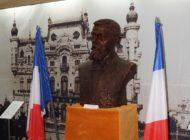 FOTO: Bustul de bronz al geografului francez Emmanuel de Martonne, prezentat la Muzeul Naţional al Unirii din Alba Iulia