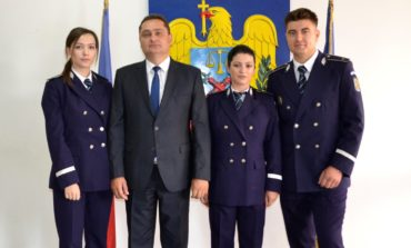 """FOTO: Trei ofiţeri, absolvenţi ai Academiei de Poliţie """"Alexandru Ioan Cuza"""", şi-au început activitatea la IPJ Alba"""