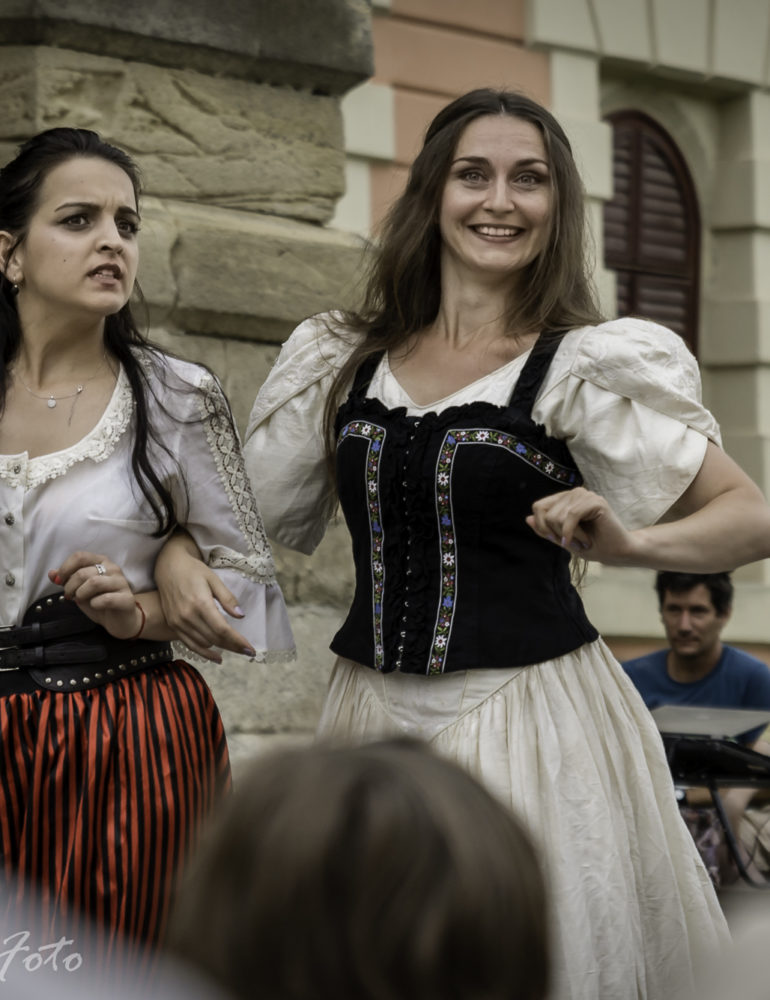 În fiecare weekend: Spectacole în aer liber cu Skepsis, la Poarta a IV-a a Cetăţii Alba Carolina