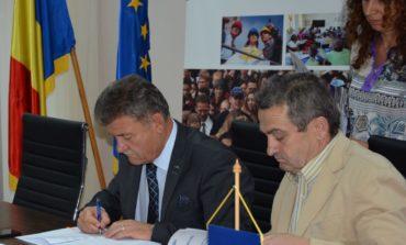 FOTO: POR 2014-2020 sprijină Primăria Municipiului Alba Iulia. Investiţii din fonduri europene pentru eficienţa energetică a Liceului cu Program Sportiv