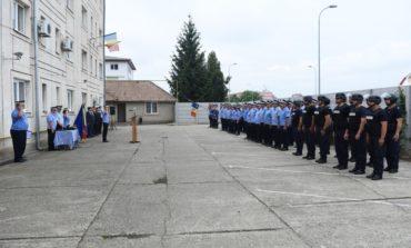 """FOTO: Avansări în grad la Inspectoratul de Jandarmi Județean """"Avram Iancu"""" Alba.  42 de cadre militare au împlinit termenul de înaintare în gradul următor și au fost avansate"""