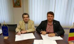"""FOTO: Primarul Dorin Nistor a semnat, la sediul ADR Centru, contractul de finanțare pentru Proiectul """"Creșterea eficienței energetice a clădirii Contagioase din cadrul Spitalului Municipal Sebeș"""""""