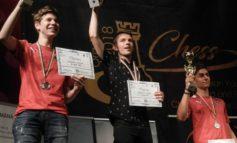 FOTO: Albaiulianul Mihnea Costachi, campion european de juniori în proba de blitz la Campionatele Europene de șah rapid, blitz și dezlegări desfășurate la Oradea