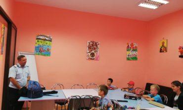 """FOTO: Activități informativ – preventive ale pompierilor la Centrul Educaţional de Zi ,,Sfântul Nicolae"""" din Alba Iulia"""