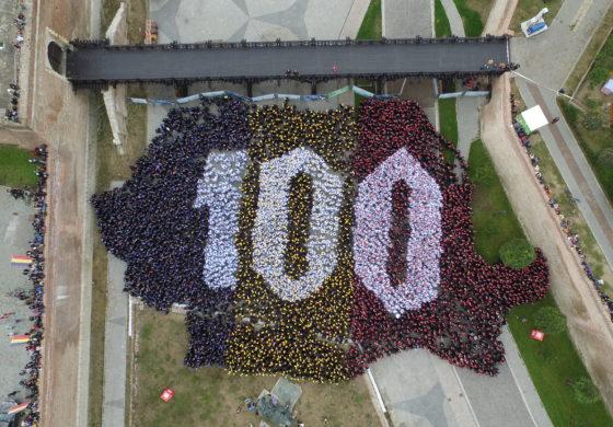 FOTO-VIDEO: Cea mai mare hartă a unei țări, formată din oameni s-a văzut la Alba Iulia. 4.807 de persoane au participat la stabilirea recordului mondial