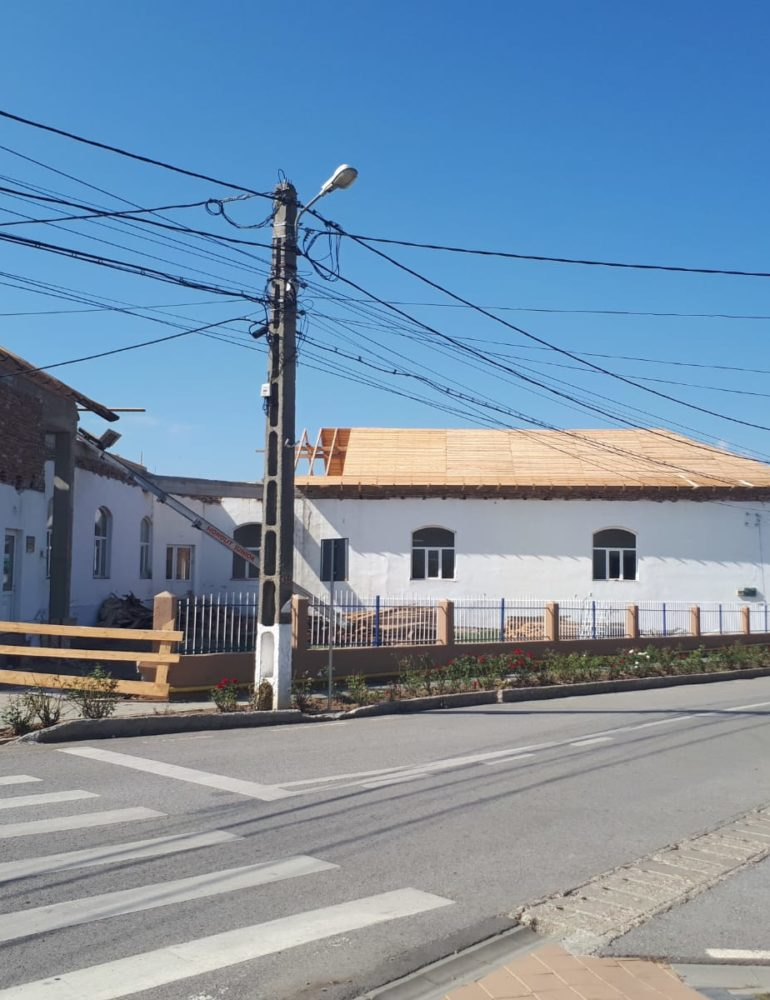 1,8 milioane lei, pentru lucrările de modernizare a Şcolii din comuna Ciugud. Şcoala din Hăpria, gazdă temporară, dar primitoare pentru copiii de la Ciugud, până la finalizarea investiţiei