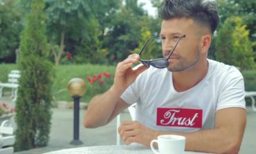 """VIDEO: A lansat primul cover în România la o piesă a lui Richard Marx, iar acum, aiudeanul Cătălin Milea revine cu o melodie în limba spaniolă """"Con tu voz"""""""