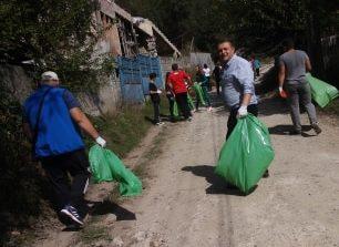 FOTO: Comuna Meteş a ieşit la curăţenie