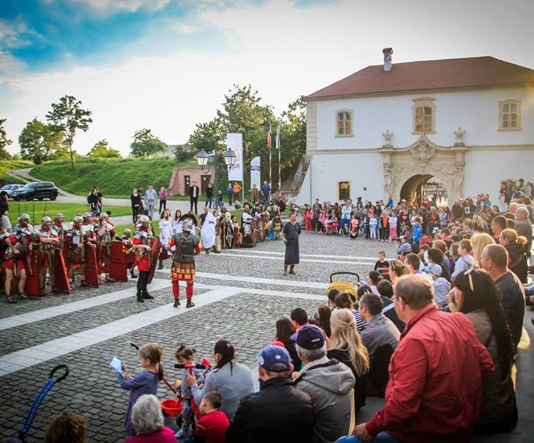 Duminică: Garda Apulum împlineşte șase ani de activitate. Spectacol aniversar, în Piața Cetății din Alba Iulia