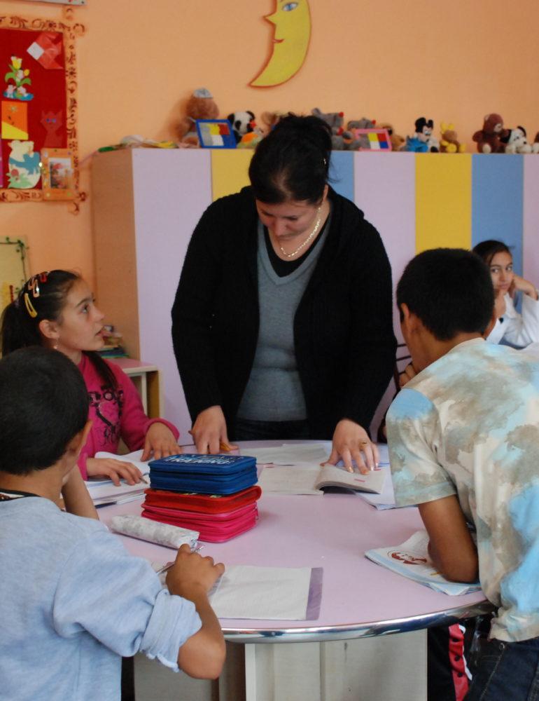 """FOTO: Din iubire pentru educație, Asociația Filantropia Ortodoxă Alba Iulia implică 622 de copii în Programul """"Prevenirea abandonului școlar"""""""