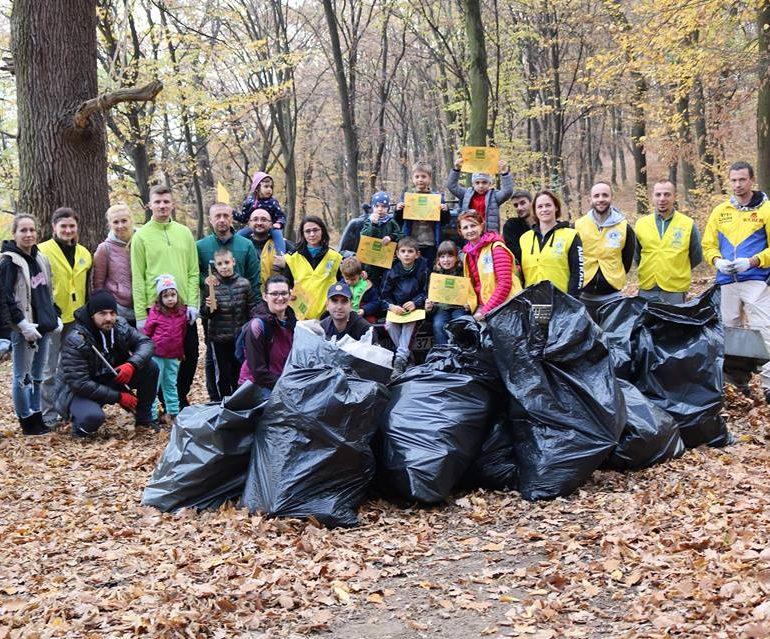 FOTO: Curăţenie de toamnă pe Dealul Mamut organizată de membrii Lions Club Alba Iulia