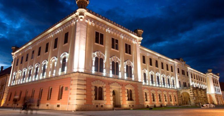 Muzeul Național al Unirii Alba Iulia a fost decorat de către președintele României, Klaus-Werner Iohannis, cu Medalia Aniversară Centenarul Marii Uniri.
