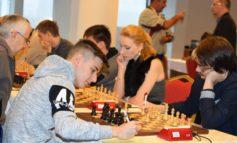 """FOTO: Primele surprize la Openul Internaţional de Şah """"România 100"""". Niciunul dintre primii cinci favoriţi nu a acumulat maxim de puncte după trei runde"""