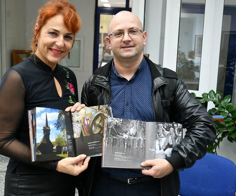 """FOTO: Doi aiudeni, Daniela Stănoiu și Balog Zoltan, incluși în albumul aniversar """"Fotografia-Document Etnografic la 15 Ani"""", 2004 – 2018"""
