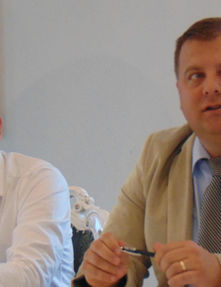 """VIDEO: Lansarea campaniei """"1 milion pentru Unire"""", în județul Alba. Strânege de semnături pentru Unirea Basarabiei cu România"""