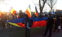 FOTO: Mii de basarabeni și nord-bucovineni s-au unit la Alba Iulia și au format un marș ca la 1918