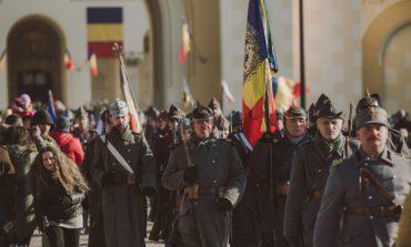 FOTO: Intrarea Armatei Române în Alba Iulia rememorată cu ajutorul zecilor de voluntari ai Muzeului Național al Unirii