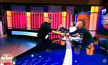 FOTO-VIDEO: Chef Cosmin Toma din Alba Iulia a impresionat la Chefi la cuțite. Lumânarea comestibilă și piramida de ciocolată i-au adus trei cuțite