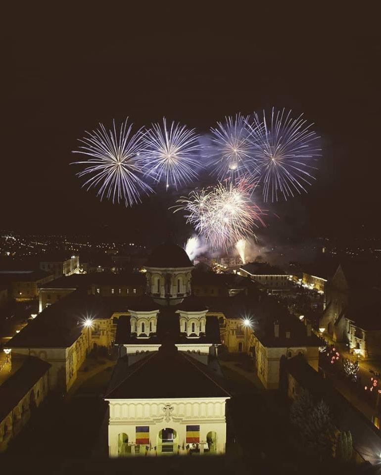 FOTO: Ziua Naționala a României de la Alba Iulia, la final. Focuri de artificii pe cerul oraşului