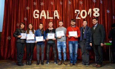 """FOTO: Elevii Liceului Tehnologic Ocna Mureş premiaţi la """"Gala Tinerilor Ocnamureşeni"""""""