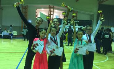 """FOTO: Premii importante pentru sportivii de la """"Life is Dance"""" în cadrul competiției """"Napoca Dance Festival"""""""