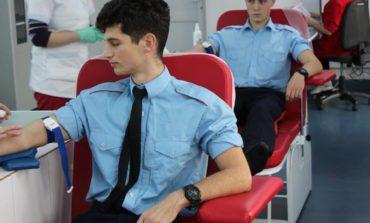 """FOTO: Şi noi putem salva o viaţă! Campanie umanitară de donare de sânge a elevilor de la Colegiul Naţional Militar ,,Mihai Viteazul"""" Alba Iulia"""