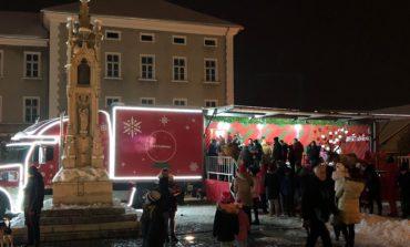Foto-Video: Caravana Coca Cola și Moș Crăciun au ajuns în Piața Cetății din Alba Iulia. Surprize pentru cei mici și cei mari