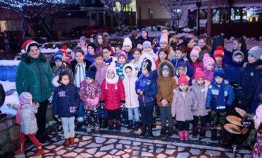 FOTO: Seară de colinzi susţinută de copiii de la Casa de Cultură Ioan Sângereanu, la Ocna Mureș