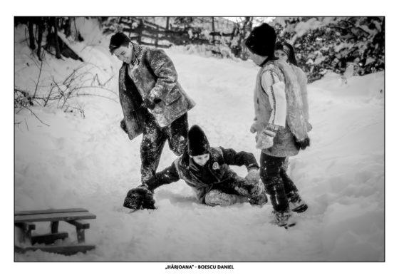 """FOTO: Expoziție de fotografie """"Țara Moților – călătorie în timp"""" în spațiul expozițional urban al Centrului de Cultură """"Augustin Bena"""" Alba"""
