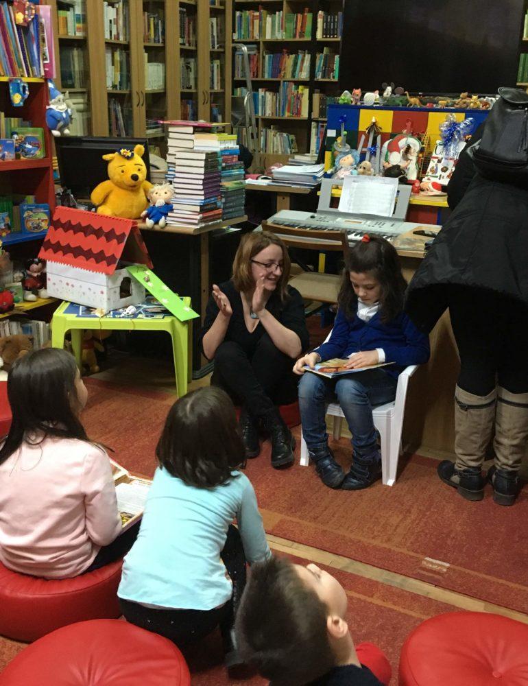 """FOTO: Biblioteca Județeană ,,Lucian Blaga"""" Alba, Moș Crăciun pentru copiii din Alba Iulia"""