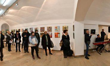 """FOTO: Moment expozițional de excepție - """"Identități multiculturale. 100 de artiști"""", la Muzeul Național al Unirii din Alba Iulia"""
