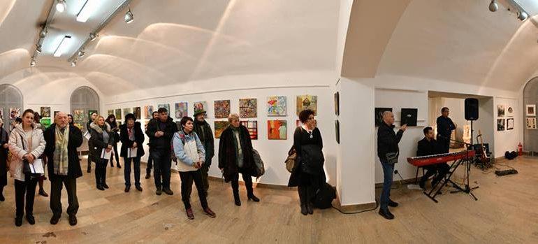 """FOTO: Moment expozițional de excepție – """"Identități multiculturale. 100 de artiști"""", la Muzeul Național al Unirii din Alba Iulia"""