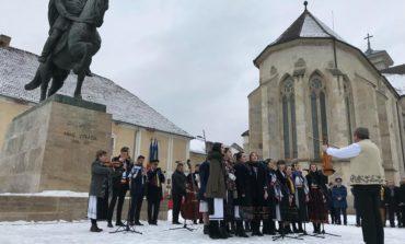 FOTO-VIDEO: Spectacol artistic și Hora Unirii la Alba Iulia, cu ocazia împlinirii a 160 de ani de la Mica Unire
