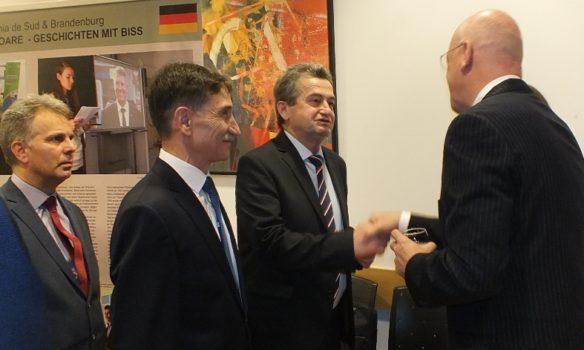"""FOTO: Expoziție itinerantă româno-germană: """"Două regiuni în Europa"""". Brandenburg și Transilvania - un parteneriat de succes"""
