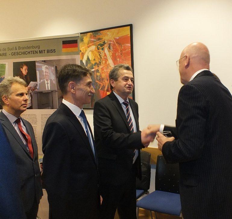 """FOTO: Expoziție itinerantă româno-germană: """"Două regiuni în Europa"""". Brandenburg și Transilvania – un parteneriat de succes"""