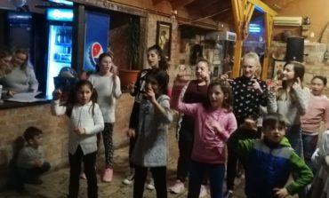 """FOTO: Balul prieteniei la Centrul de zi pentru copii """"Sfânta Cuvioasă Parascheva"""" din Alba Iulia"""