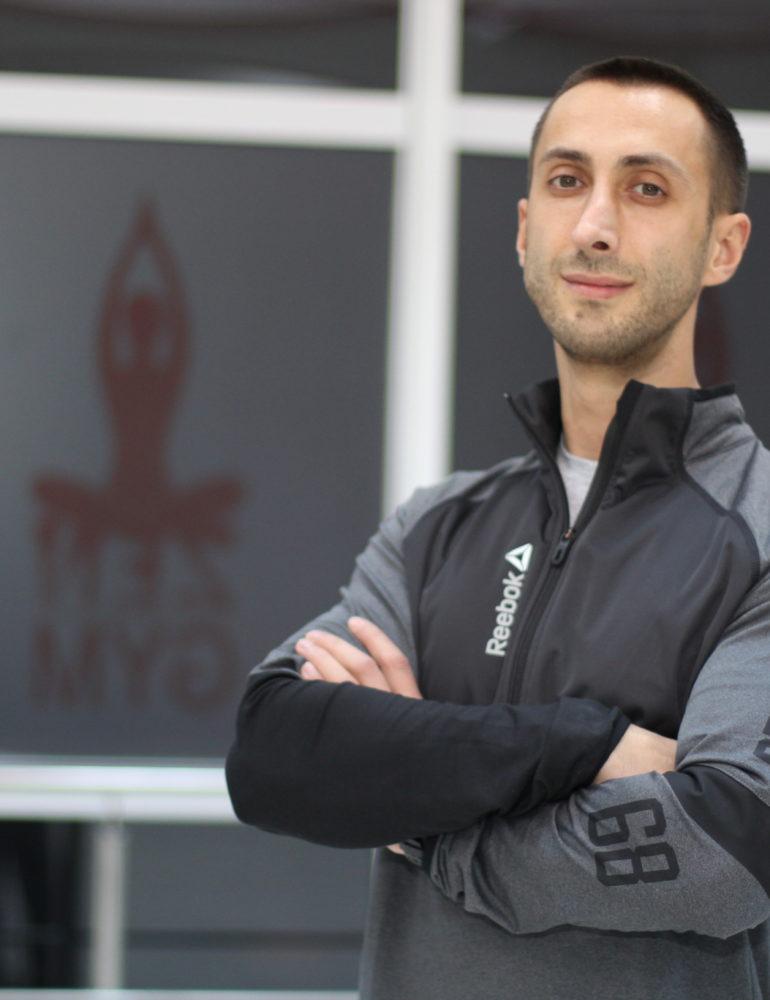 """(INTERVIU) Lucian Nicolescu """"Am învățat cum să antrenez corpul uman, cum să-l tratez și cum să-l hrănesc, astfel le pot oferi sportivilor mei toate serviciile de care au nevoie"""""""