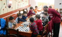 FOTO-VIDEO: Weekend şahistic plin de concursuri pentru copiii din Alba Iulia