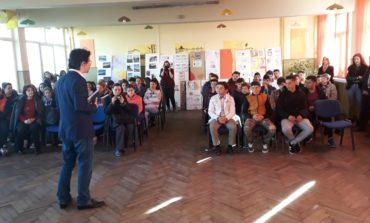 """FOTO: Cercul școlar """"Cunoaște lumea cu economie"""", la Liceul Tehnologic Ocna Mureș"""