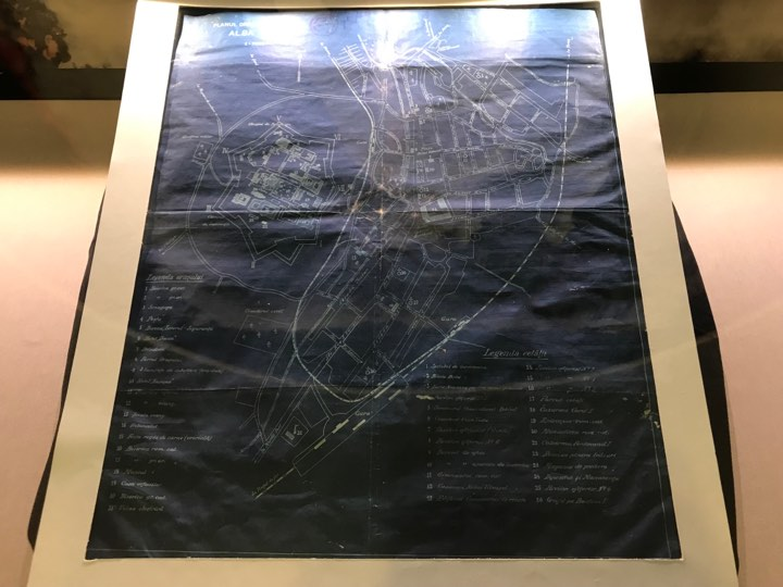 FOTO-VIDEO: Harta orașului Alba Iulia, pe la 1919, exponatul lunii martie la Muzeul Unirii