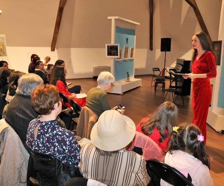 """FOTO: """"100 de instrumente pentru tinere talente"""" cu elevii de la Liceul de Arte """"Regina Maria"""""""