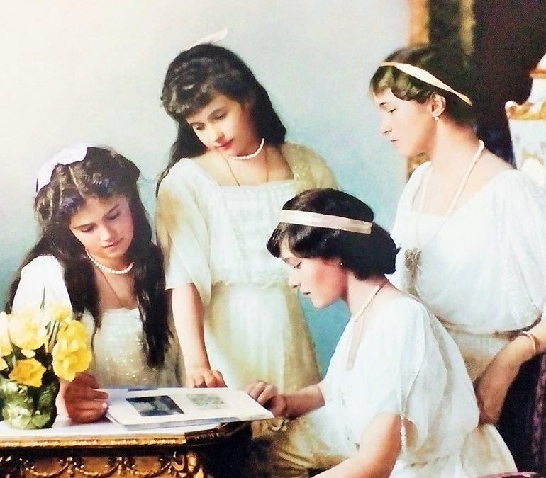 """Joi: Expoziția de fotografie documentară """"Ultimul Împărat – Cele mai frumoase amintiri ale Romanovilor"""", la Museikon"""