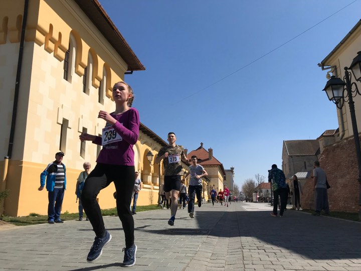 "FOTO-VIDEO: Aproximativ 200 de albaiulieni au alergat la ""Crosul Jandarmeriei"" de la Alba Iulia"