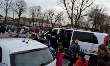 FOTO: Activități de promovare a profesiei de polițist la Vințu de Jos, Săliște și Șebeș