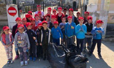 """FOTO: Copiii de la Așezământul social """"Sfântul Mucenic Ciprian"""" din Ocna Mureș sunt adevăraţi ecologişti"""