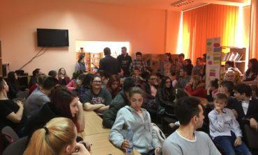 """FOTO: Biblioteca Judeţeană """"Lucian Blaga"""" Alba în dialog despre virtute cu elevii Colegiului Tehnic """"Apulum"""" din Alba Iulia"""