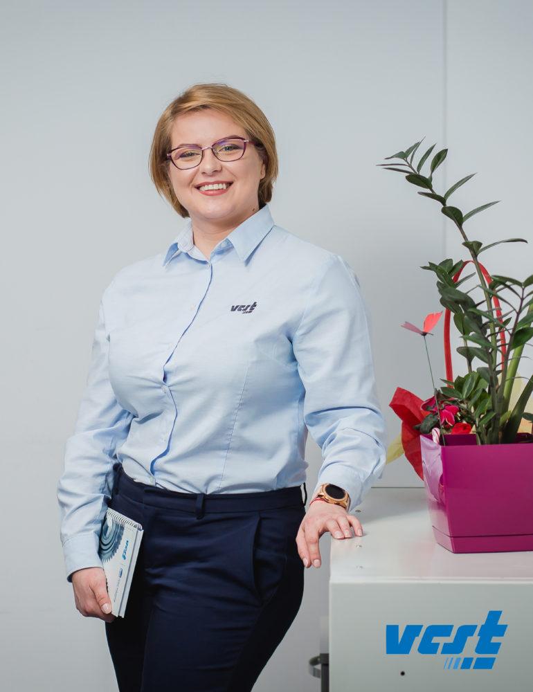 """Diana Dobra, una dintre angajatele model ale VCST: """"La VCST Alba există un mediu de lucru proactiv, competitiv…"""""""