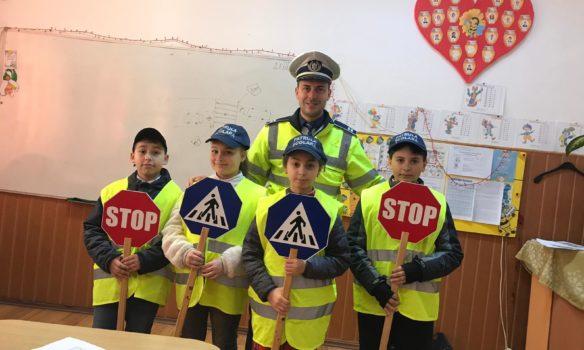 FOTO: Activități informativ-preventive desfășurate de polițiștii din Alba
